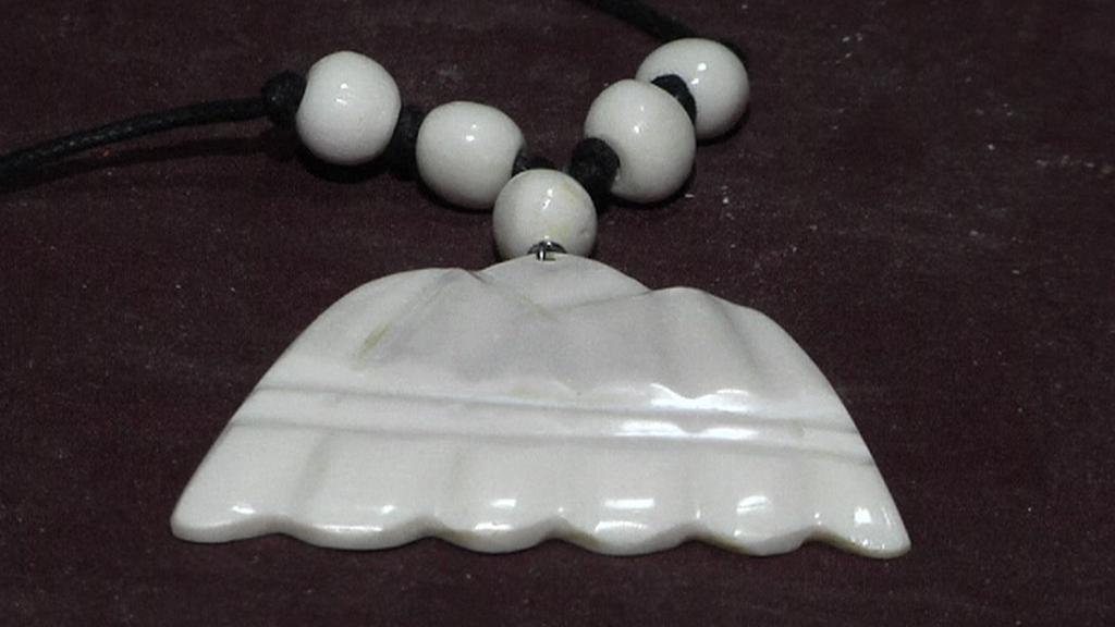 Náhrdelník vyrobený ze zvířecí kosti
