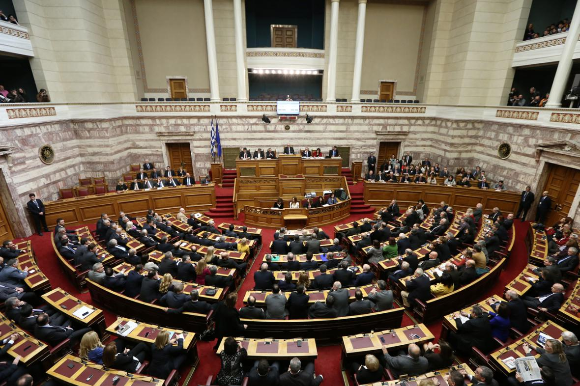 Řecký parlament ani napotřetí nezvolil prezidenta