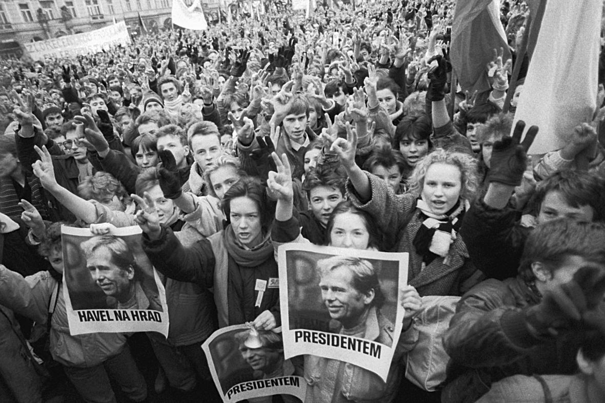 Demonstrace na Staroměstském náměstí, prosinec 1989