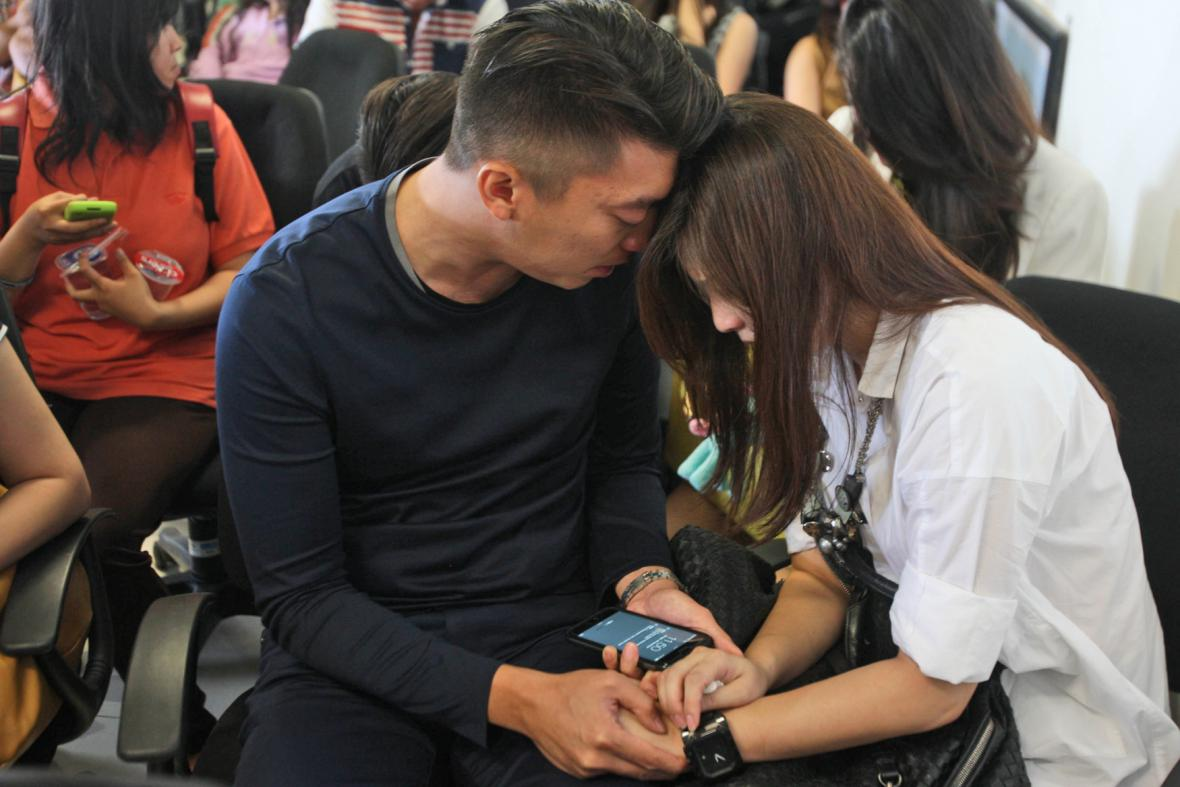 Rodiny pasažérů z malajsijského letounu čekají na zprávy