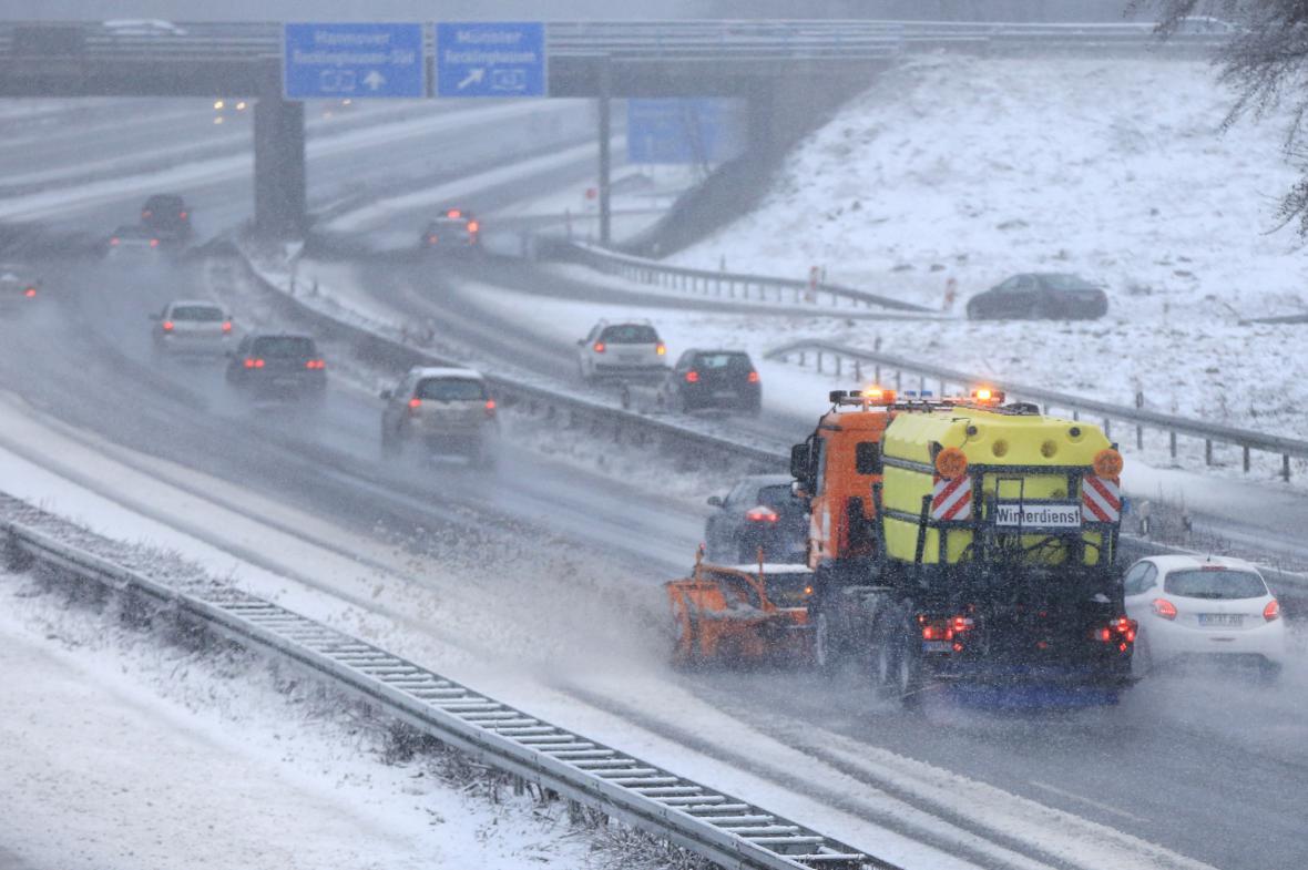 Sněhová nadílka na německé dálnici