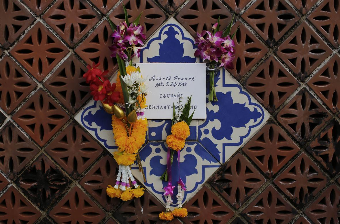 Pamětní zeď za oběti tsunami v Thajsku