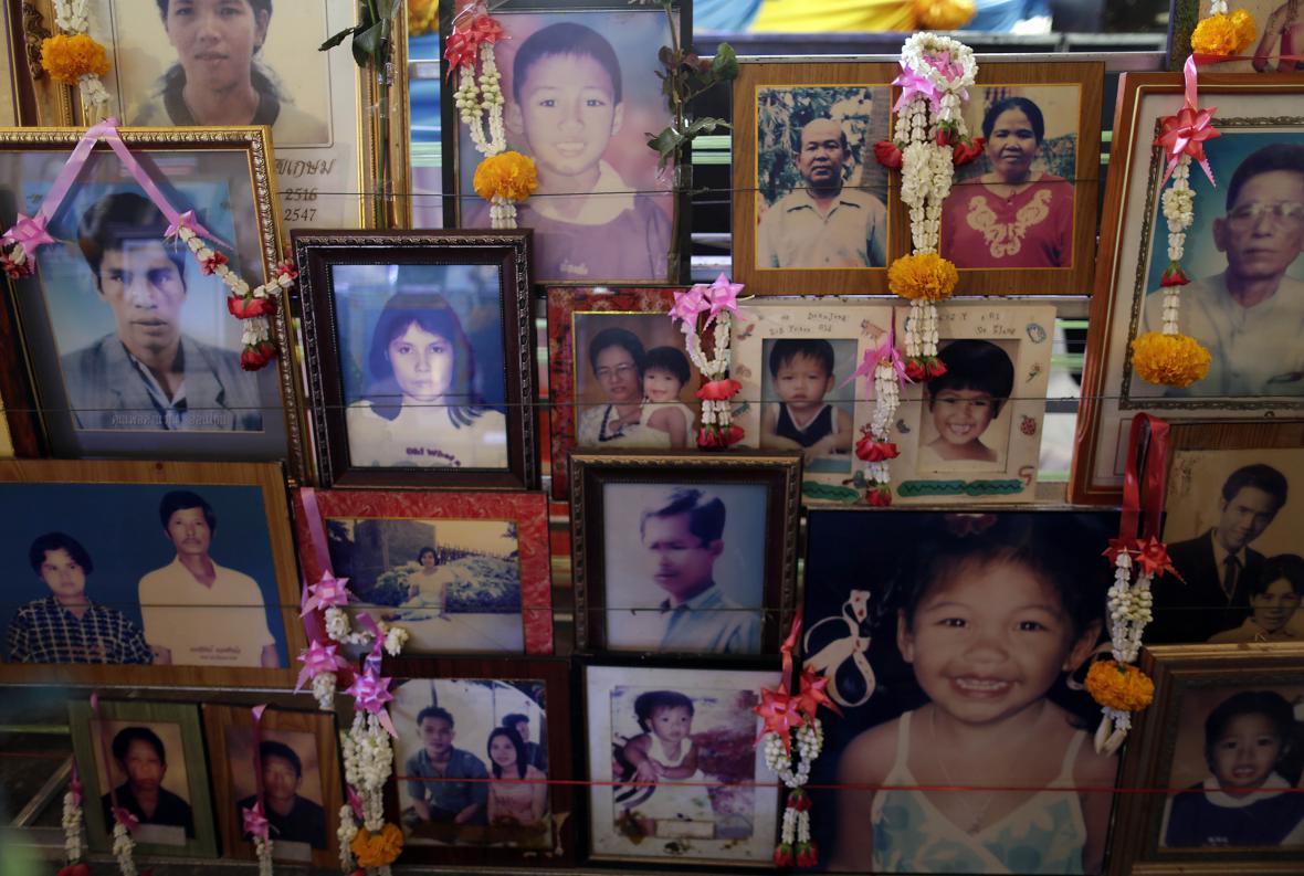 Fotografie obětí vlny tsunami v Thajsku