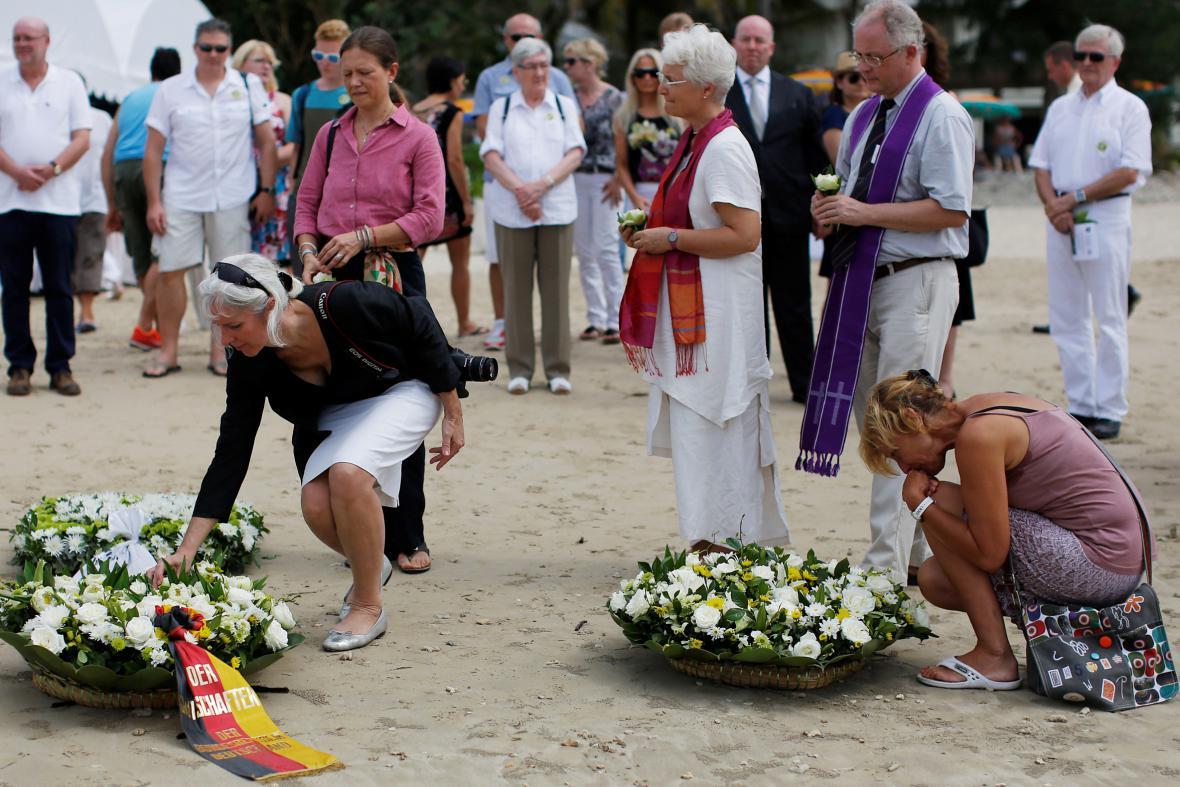 Pietní setkání příbuzných germanofonních obětí vlny tsunami v Thajsku