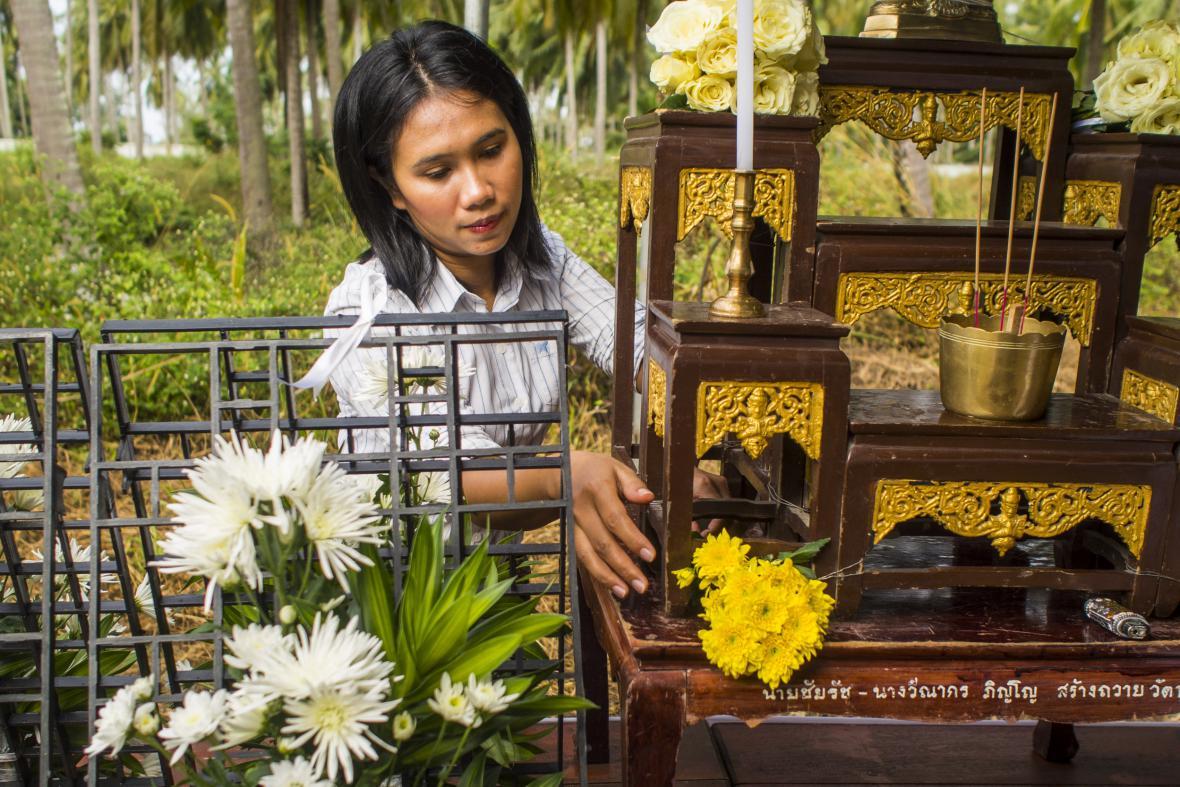 Budhistická modlitba za oběti tsunami v Thajsku