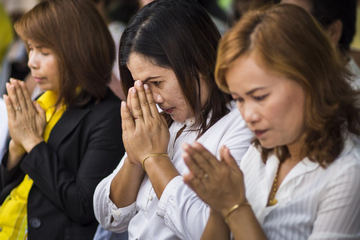 Modlitba za oběti tsunami v Thajsku