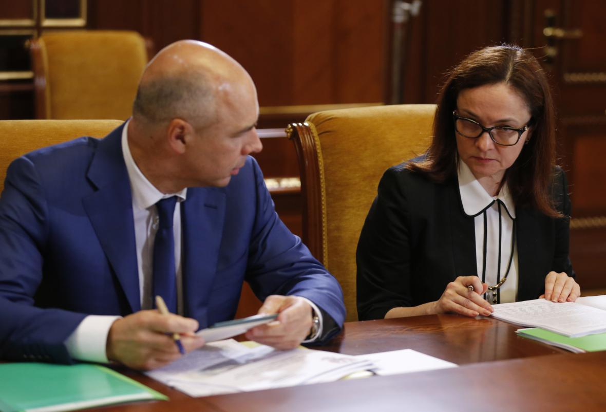 Ruský ministr financí Siluanov v hovoru s guvernérkou centrální banky