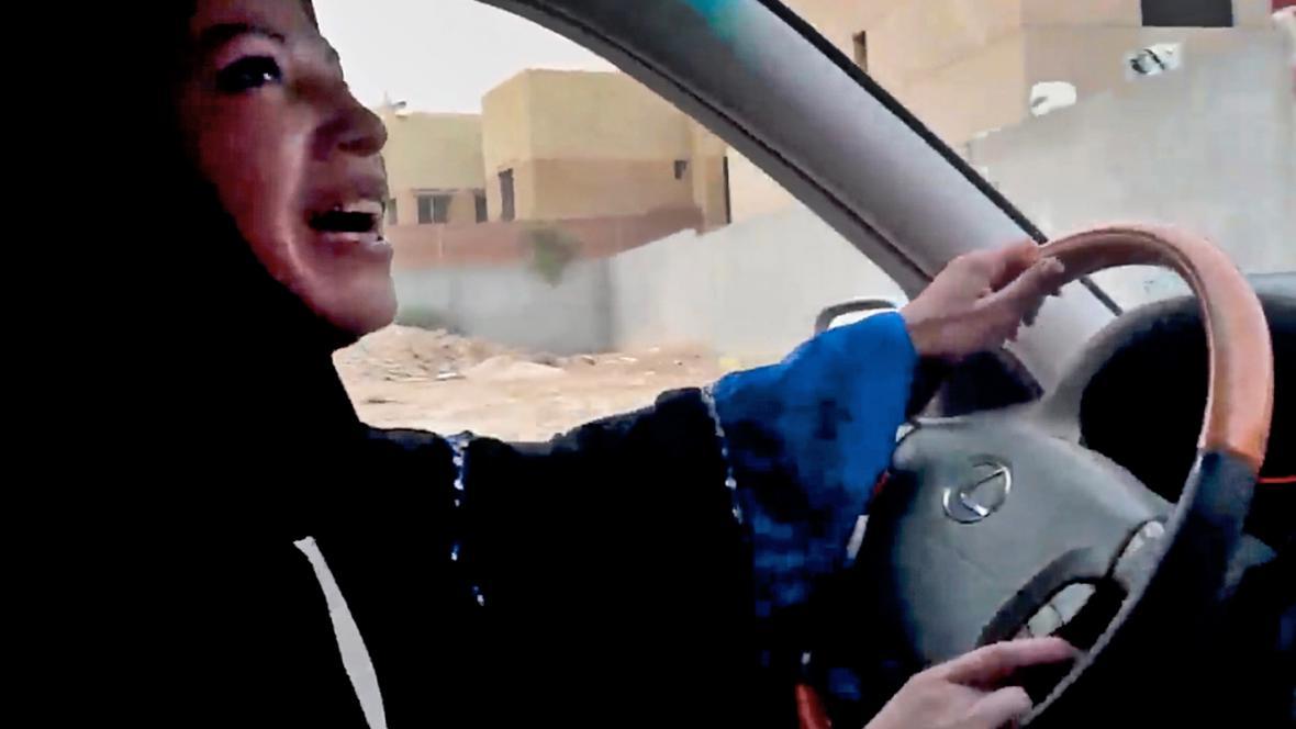 Saúdské Arabky protestují proti zákazu řízení pro ženy