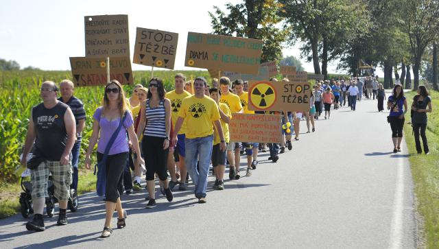 Proti uranu demonstrovali v Brzkově už v září