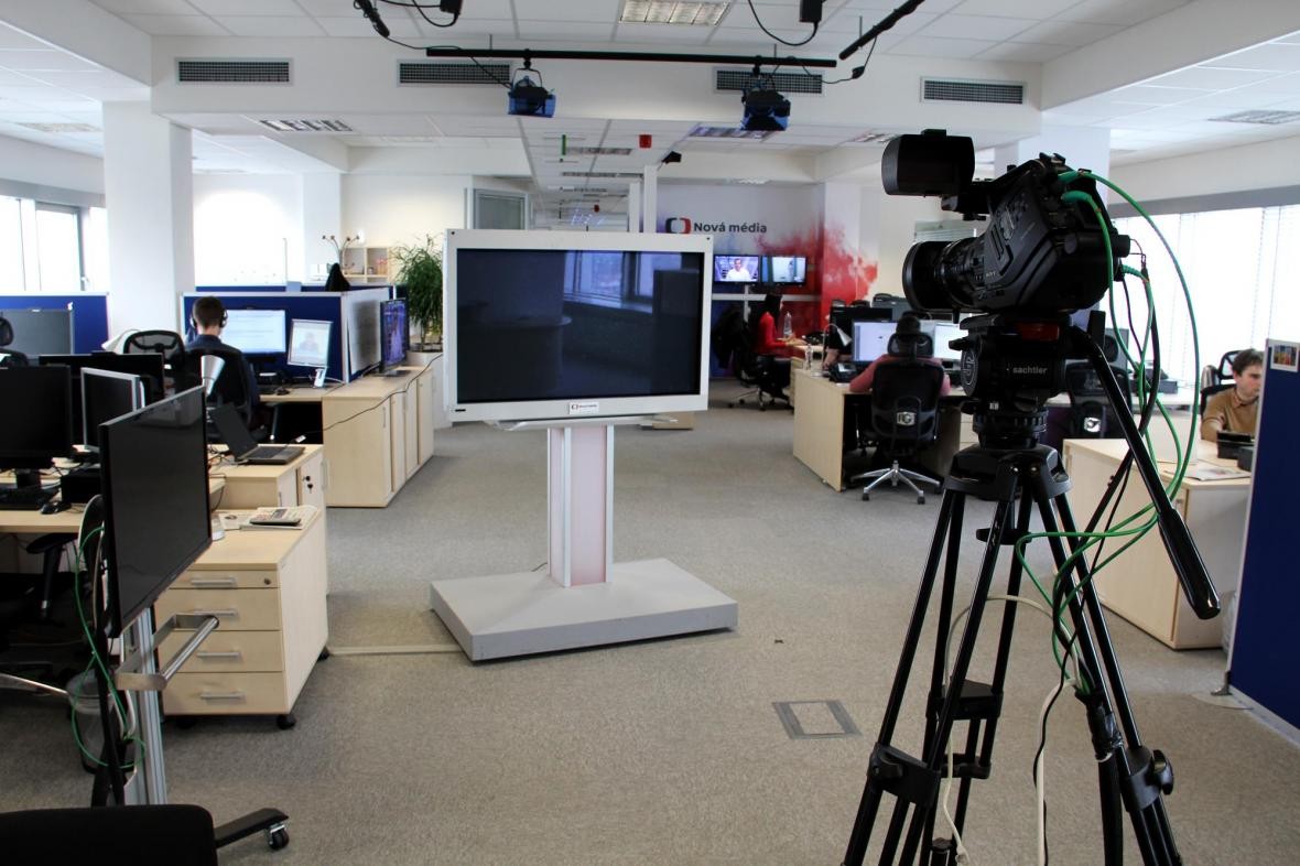Vysílací prostor v newsroomu Nových médií