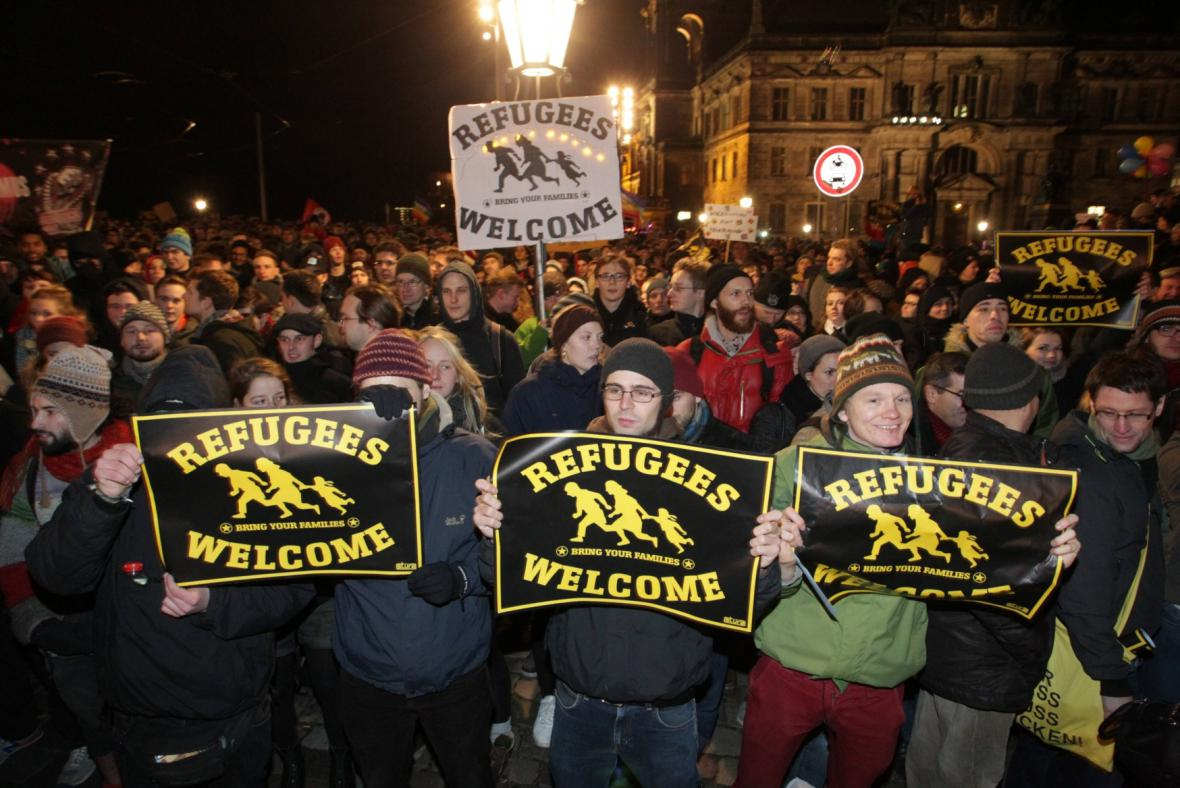 Protidemonstrace za větší toleranci v centru Drážďan