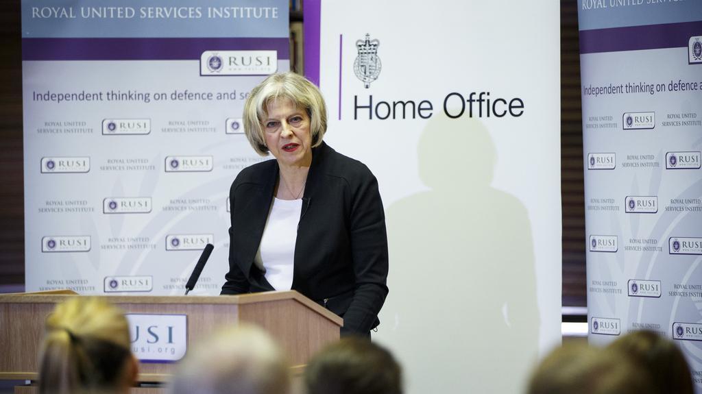 Ministryně vnitra Theresa May odpovídá novinářům