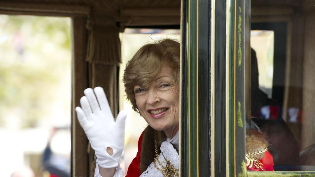 Fiona Woolfová odstoupila z panelu kvůli vazbám na klíčového svědka Leona Brittana