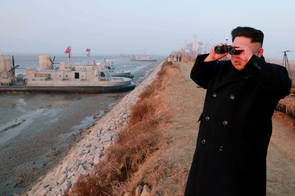 Kim Čong-un kouká do dáli