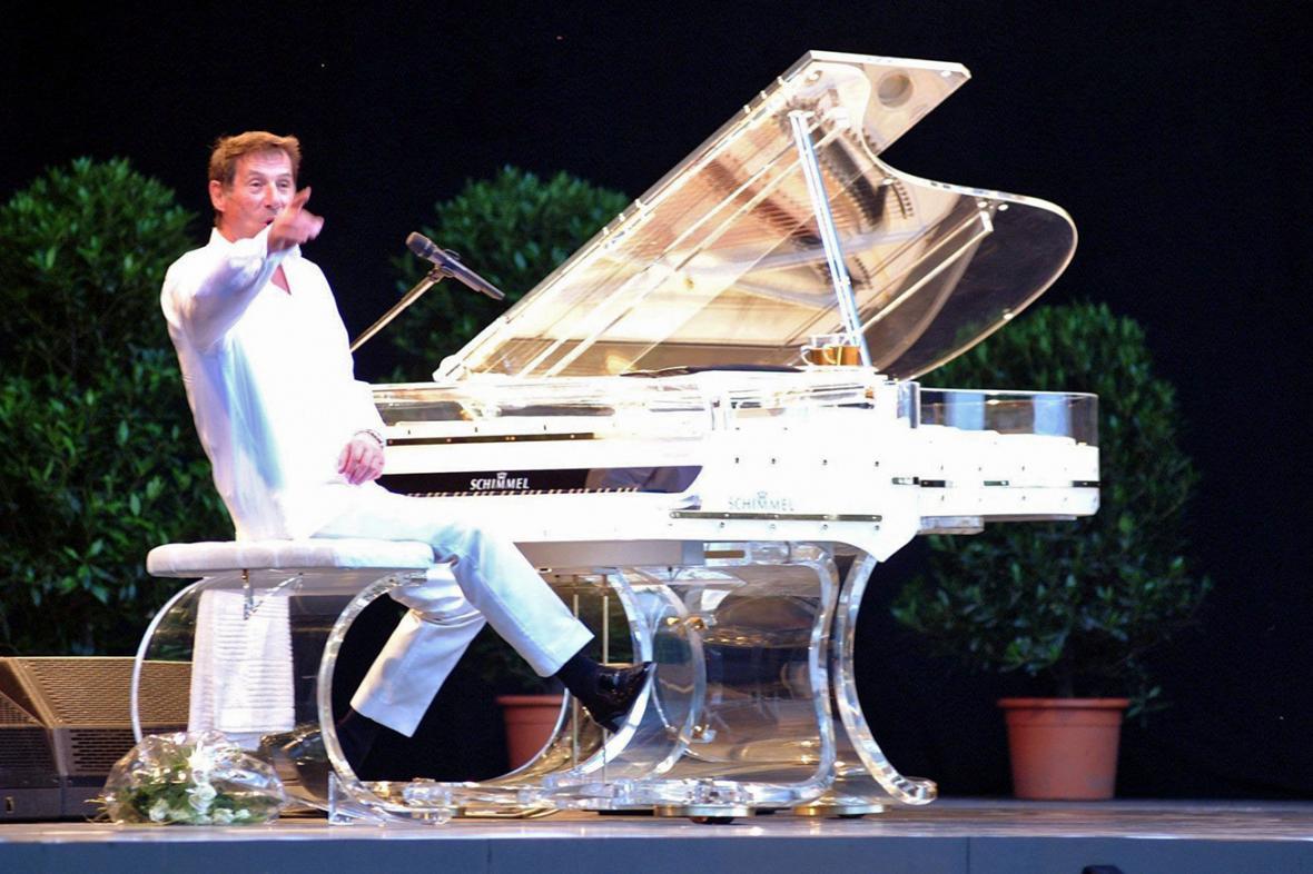 Udo Jürgens na koncertě v Drážďanech v roce 2002