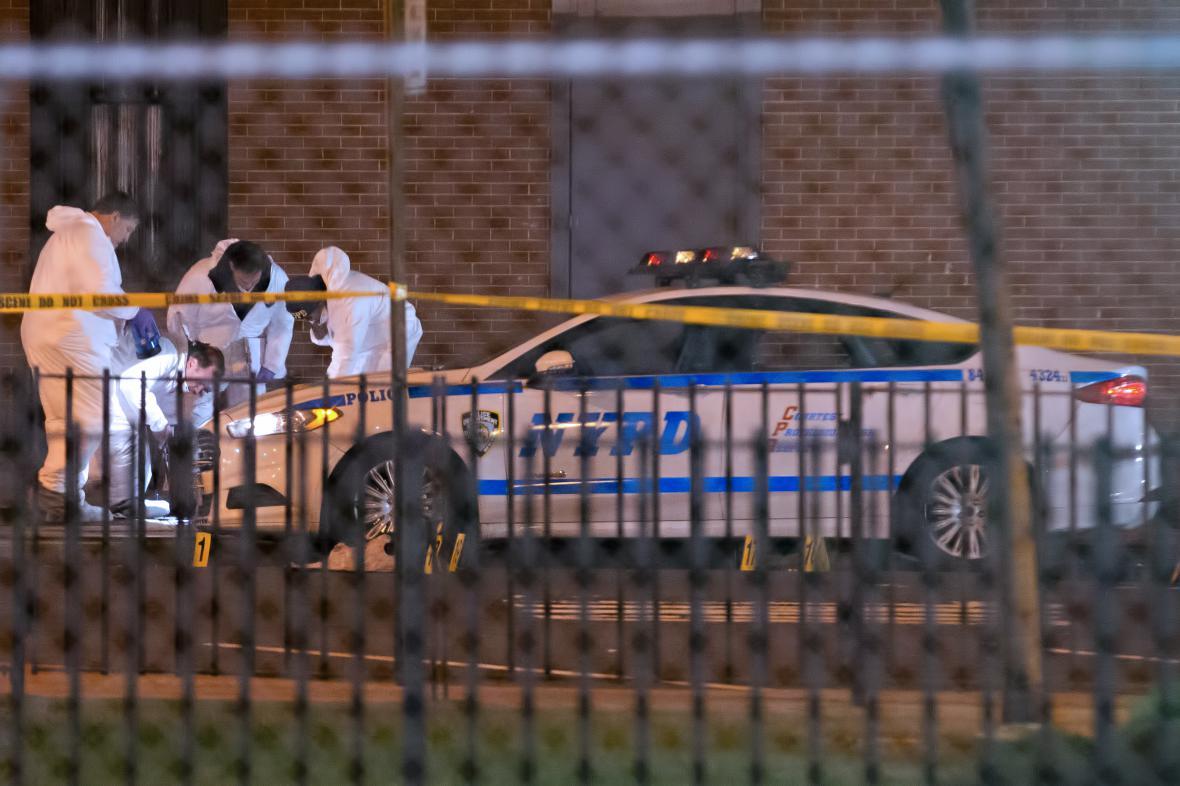 Policie na místě střelby v New Yorku