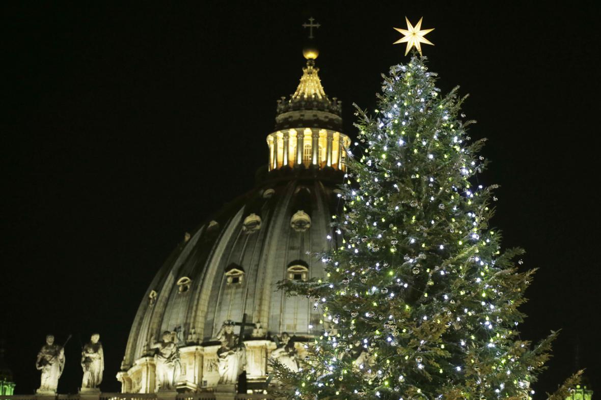 Vánoční strom na Svatopetrském náměstí