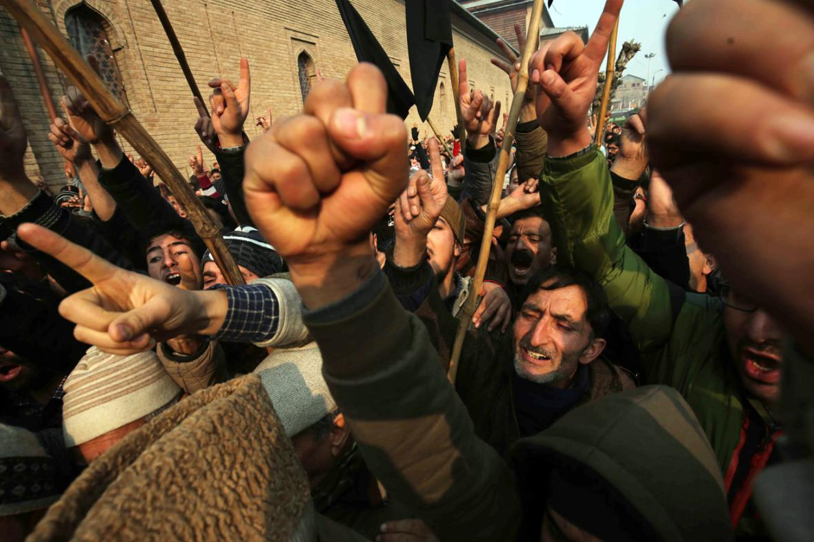 Demonstrace proti atentátu na školu v Péšávaru
