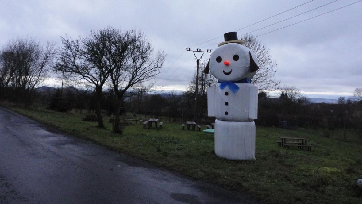 Sněhulák na Lounsku bez sněhu