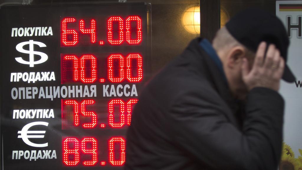 Rubl se dál propadá
