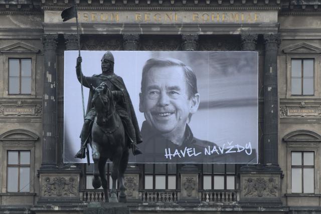 Velkoplošná fotografie Václava Havla na budově Národního muzea