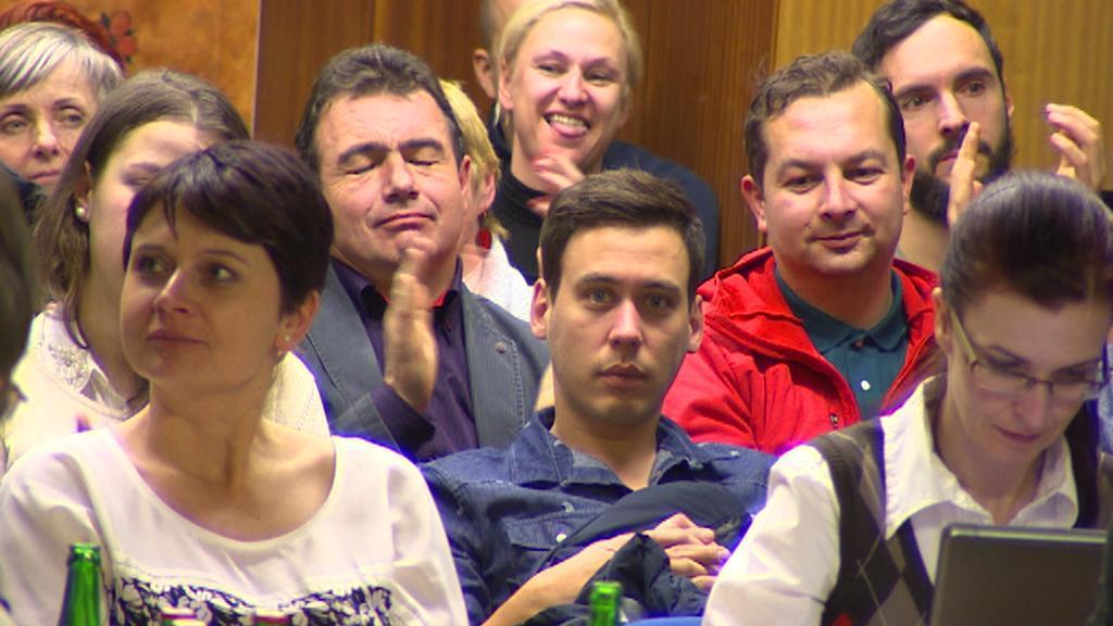 Občané Českého Krumlova při jednání zastupitelů