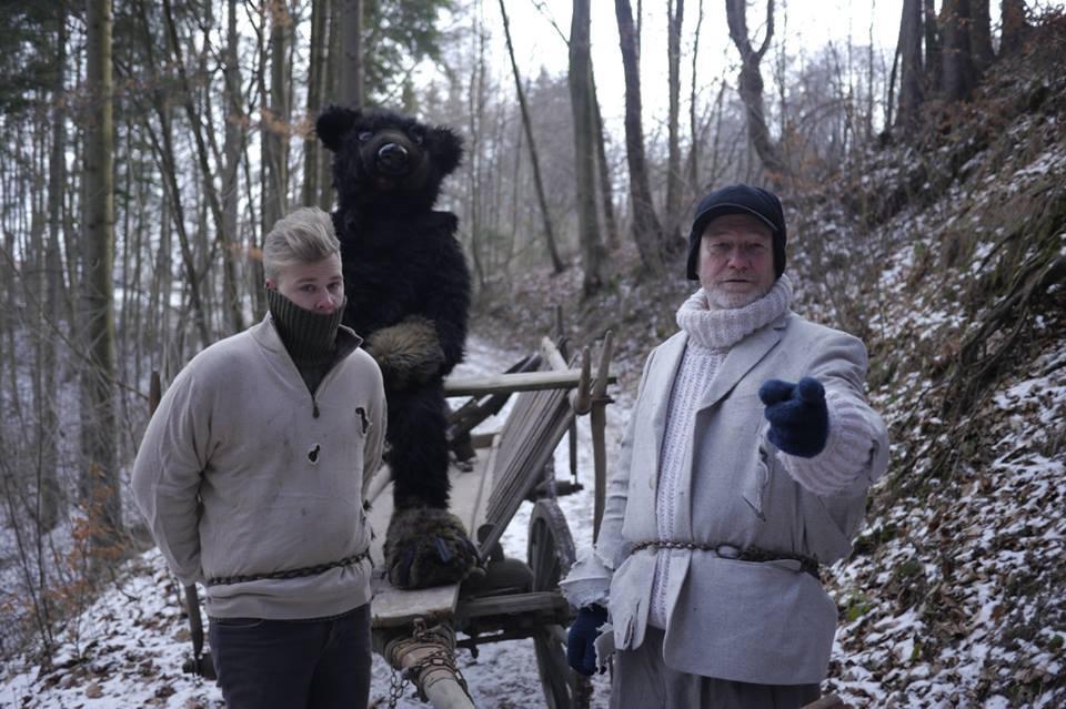 4. února jsem ve studentském filmu po celý den táhl kdesi v horách žebřiňák řízený medvědem