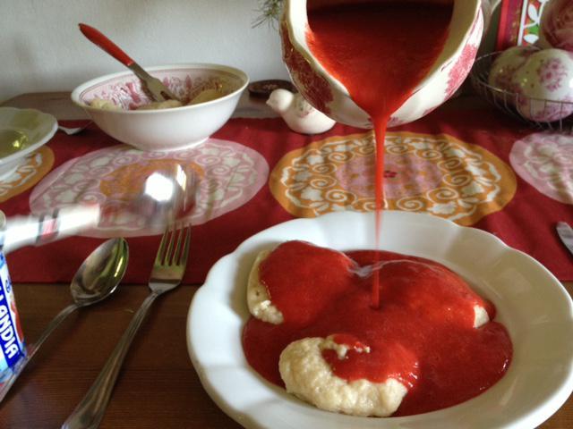 8. června jsem opakovaně zaléval knedlíky jahodovým žahourem