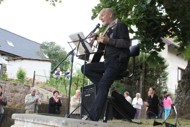 21. června jsem hrál v Tatobitech pod památnou lípou