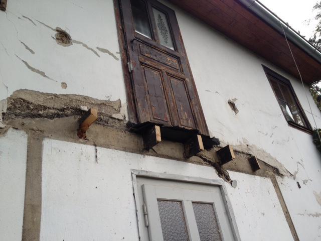 5. října jsme zbourali na chatě verandu