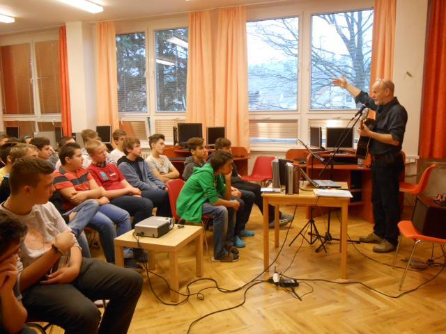 27. listopadu jsem hrál žákům ZŠ v Kralupech