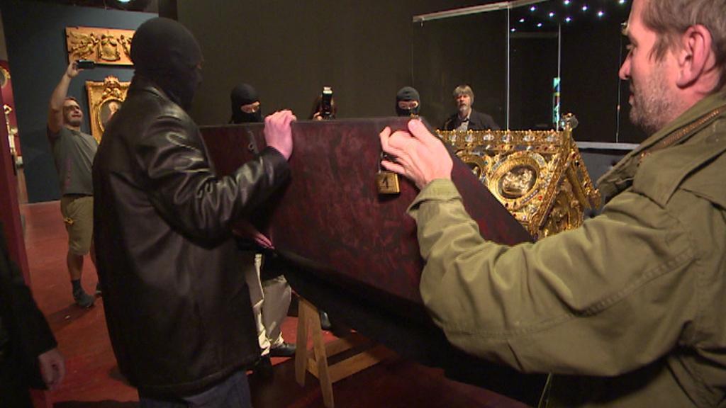 Otvírání schránky na Pražském hradě
