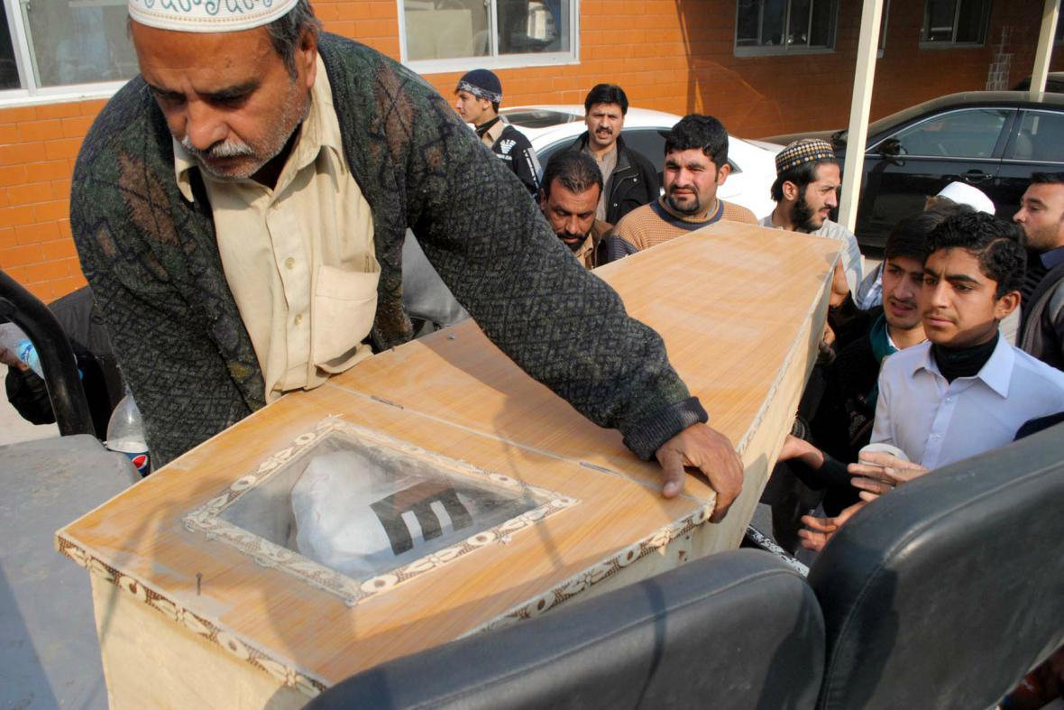 Oběti útoku na školu v Péšávaru