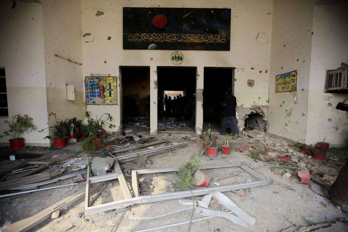 Záběry ze školy v Péšávaru po masakru