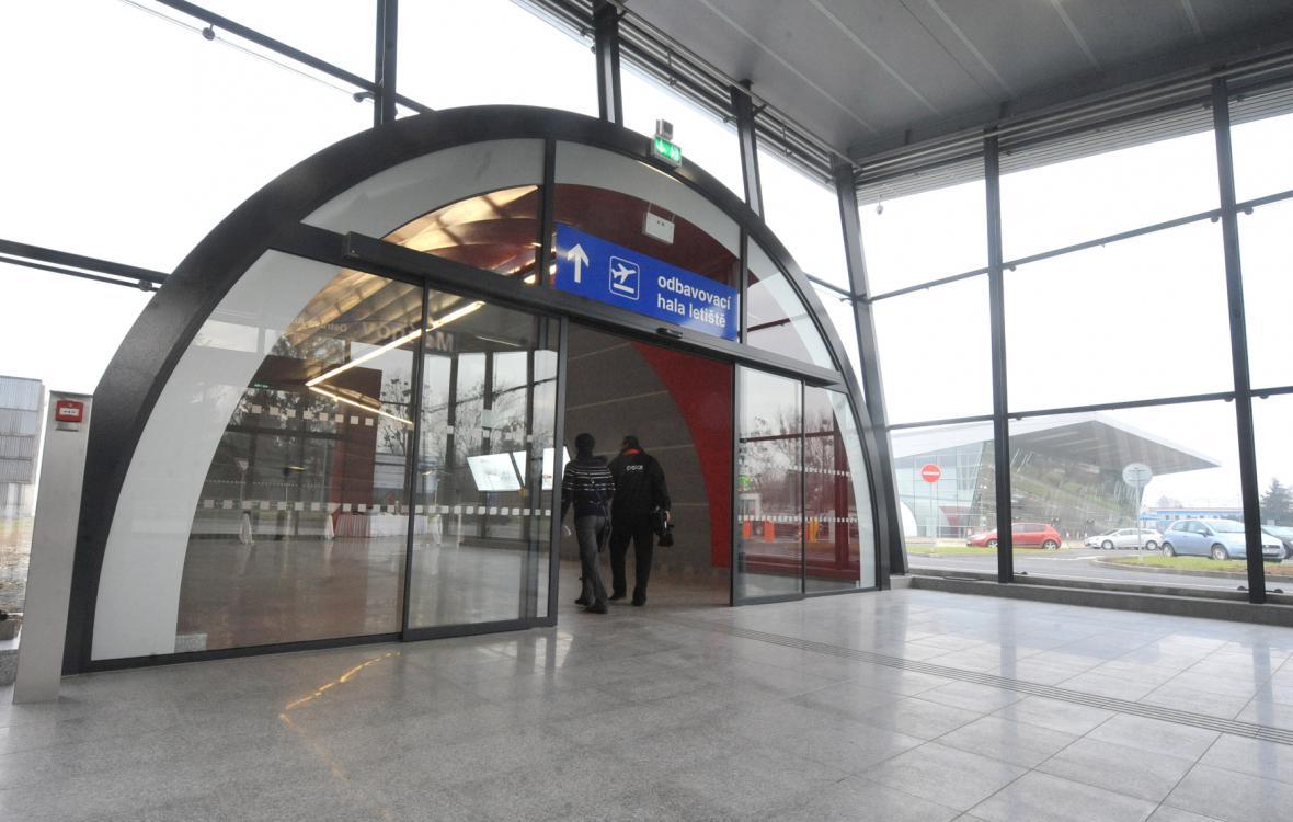 Propojení vlakové a letecké dopravy v Mošnově