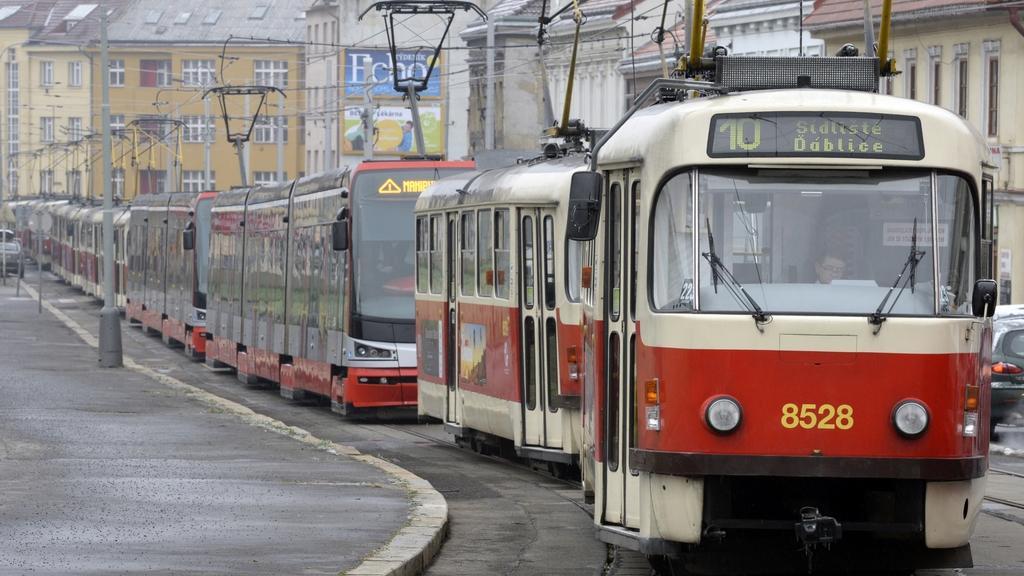 Odstavené tramvaje v pražské Zenklově ulici