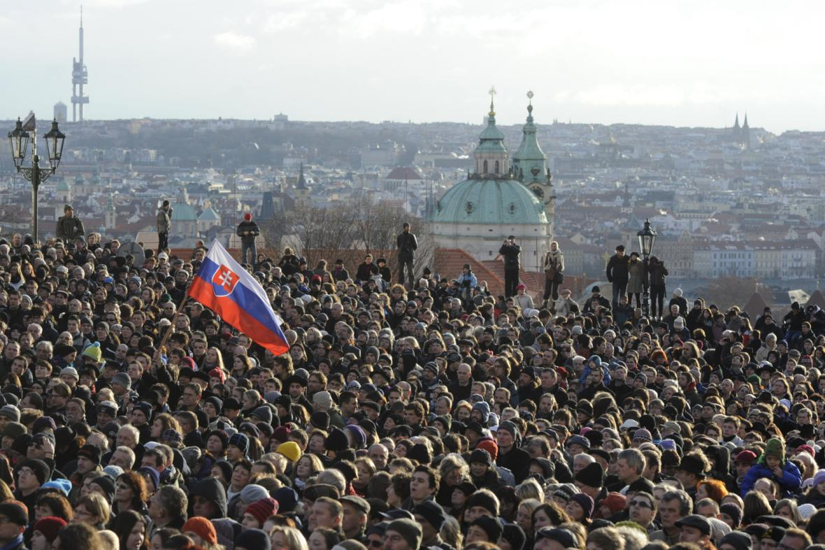 Smuteční shromáždění za Václava Havla na Hradčanském náměstí
