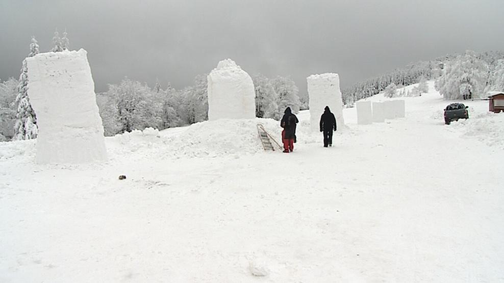 Na Pustevnách počasí sochařům přeje