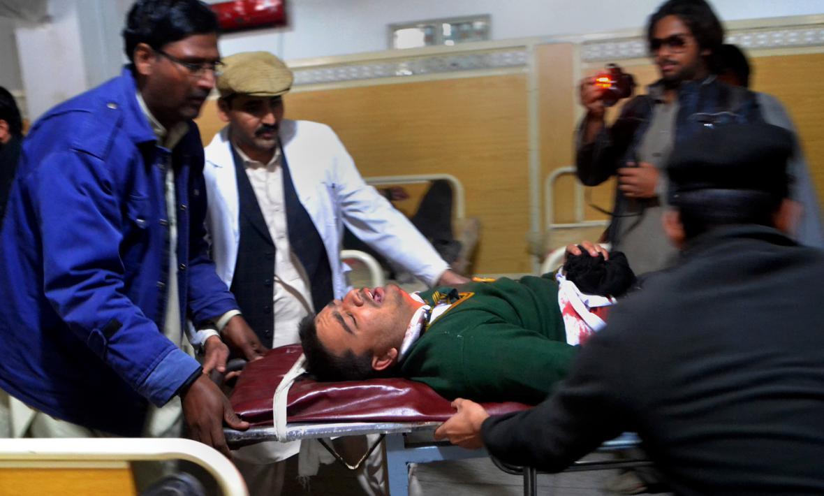 Zranění po útoku na školu v Péšávaru