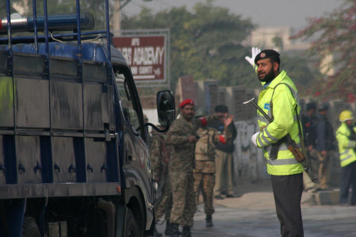 Přepadení školy v Péšávaru