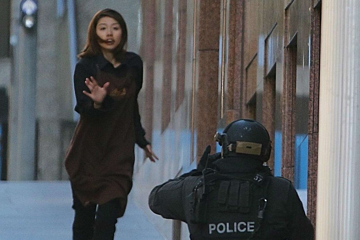 Prchající rukojmí Elly Chenová a policie v Sydney