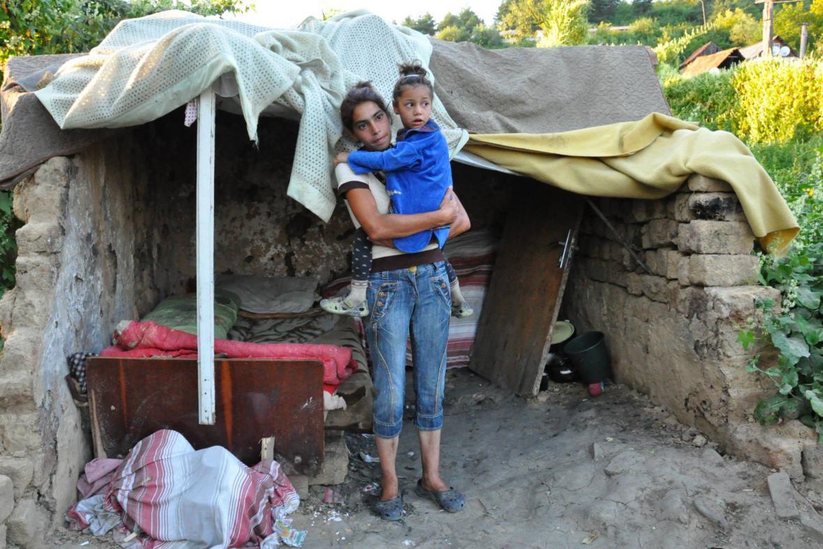 Matku s dcerou komunita úplně vyloučila