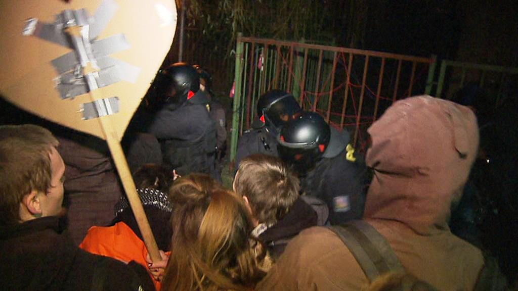 Policejní zásah ve squatu Klinika