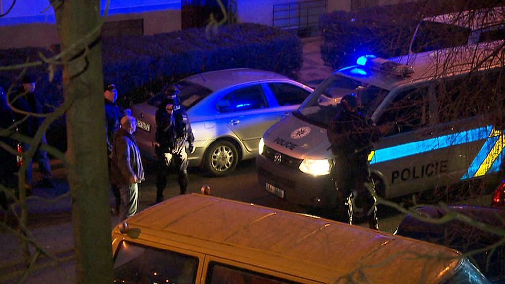 Policisté u Kliniky na Žižkově