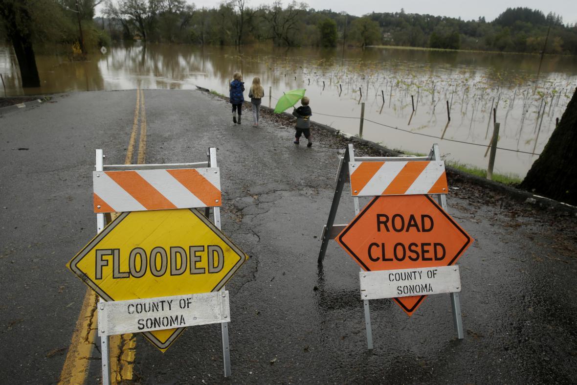 Jih Kalifornie zasáhly silné bouře