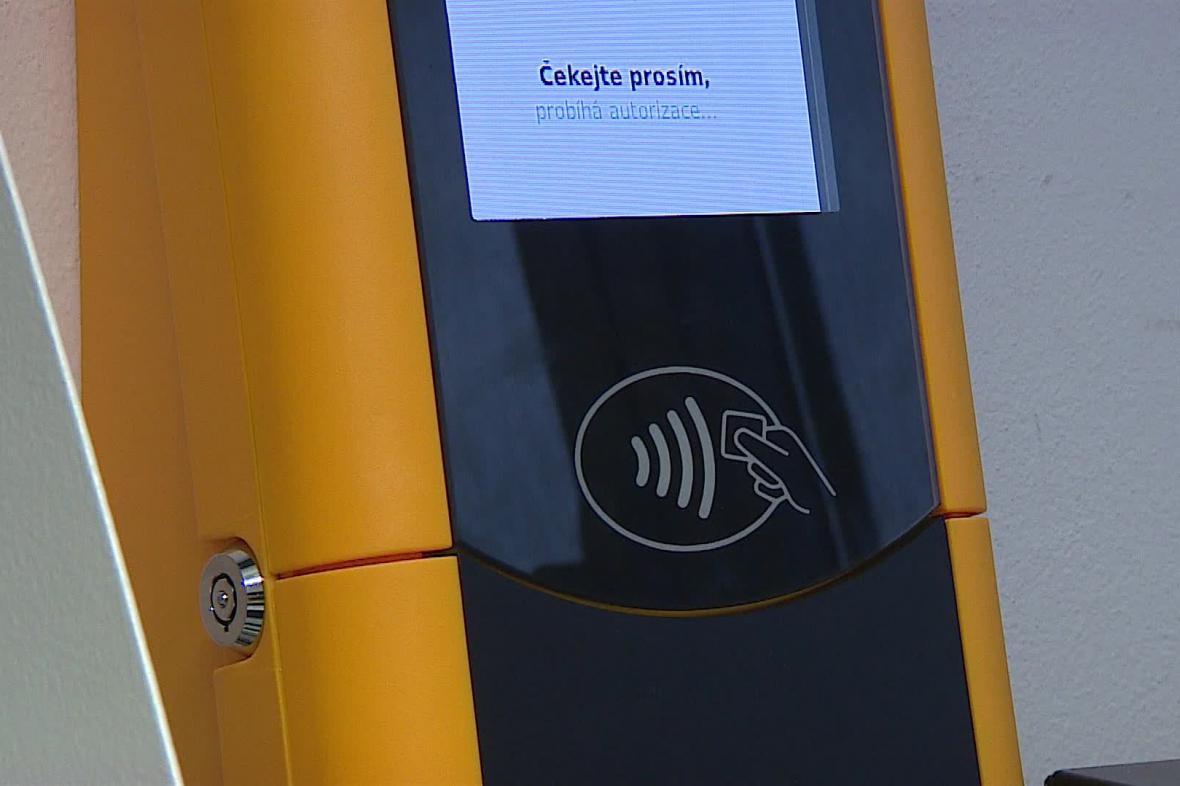 Nový automat na jízdenky, tzv. validátor