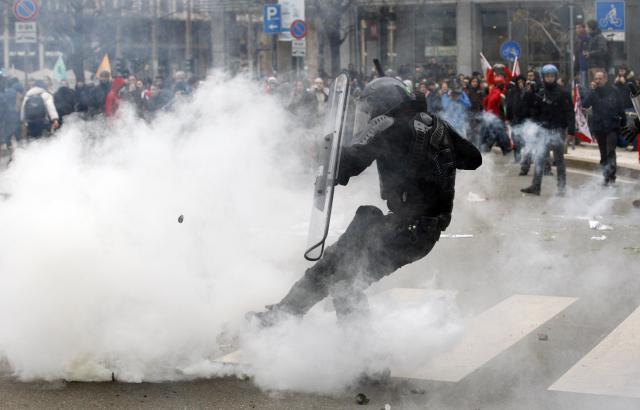 Demonstrace italských odborů proti vládním reformám