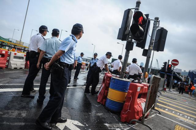 Policie zatkla už přes 150 demonstrantů