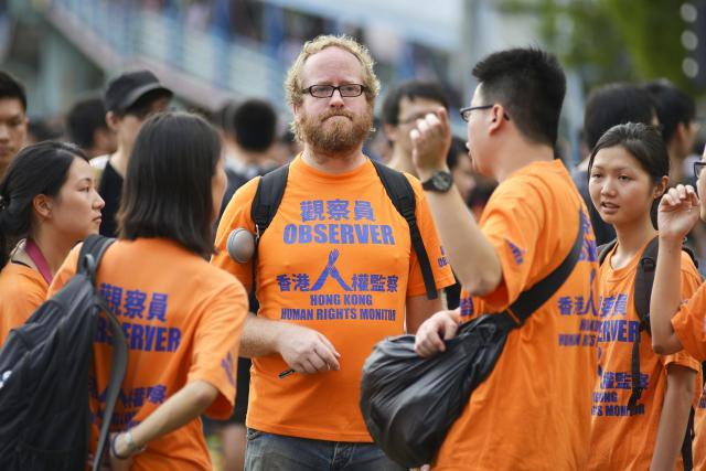 Peking se snaží omezit demokracii, kterou Hongkongu předali Britové