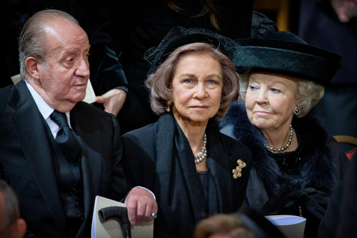 Bývalý španělský král Juan Carlos s manželkou Sofií a nizozemskou princeznou Beatrix